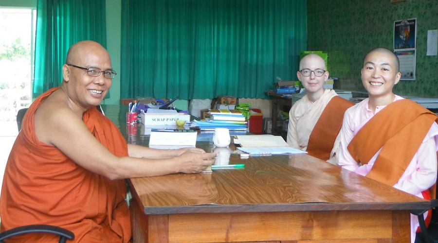 Sayadaw U Jotika in class with Japanese and Swedish Sayalays.
