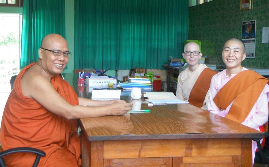 Sayadaw U Jotika in class with Japanese and Swedish Sayalays.
